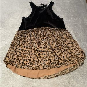 """POL velvet floral baby doll style top size small- fits medium. Pit to pit 18"""""""